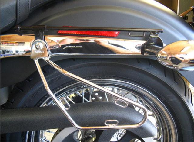 ハーレーのサドルバッグ取付用シートレール