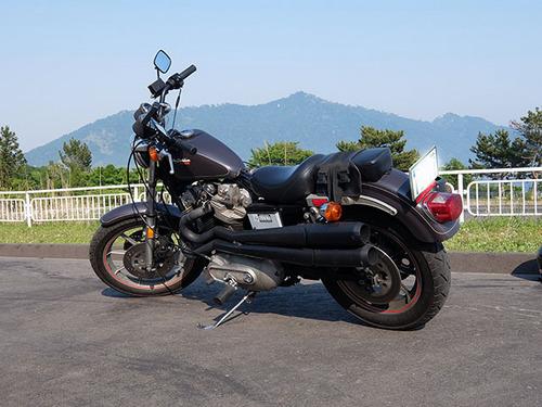 ハーレーXR1000と金華山.jpg